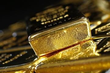 Giá vàng giảm xuống mức thấp nhất trong tuần trước thông tin Fed tăng lãi suất