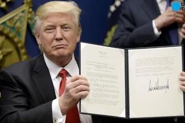 Bị treo lệnh cấm nhập cư cũ, ông Trump tiếp tục chuẩn bị ký lệnh mới