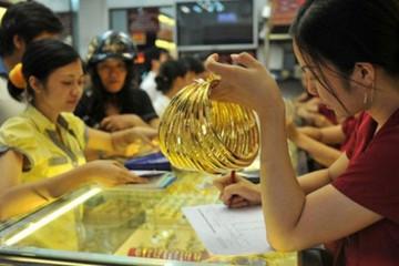 Vàng trong nước đi xuống, vẫn đắt hơn vàng thế giới 3 triệu đồng/lượng
