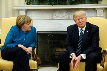 Merkel đề nghị bắt tay, Trump không đáp