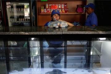 'Cuộc chiến' bánh mỳ ở Venezuela