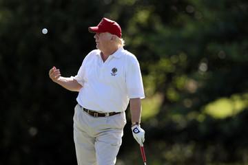 Phê bình Obama, Trump vẫn thường xuyên đến sân golf