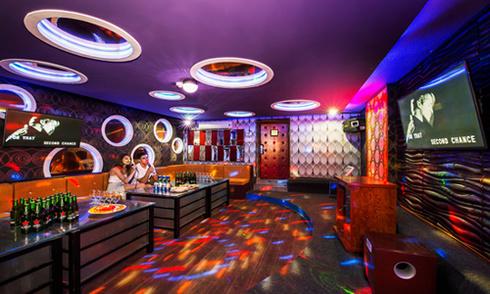 Cơ sở kinh doanh karaoke phải nộp phí 2.000 đồng một bài hát