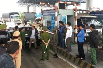 Hơn 100 ôtô 'diễu hành' phản đối trạm thu phí Bến Thủy