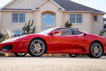 Siêu xe Ferrari cũ của Donald Trump được bán với giá cao kỷ lục