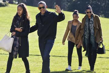 """Nghỉ hưu 2 tháng, ông Obama vẫn chưa hết """"hot"""""""