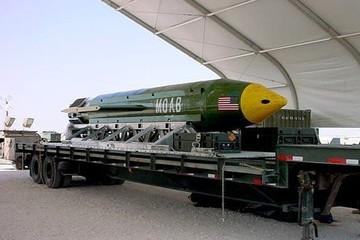 """Mỹ ném """"mẹ của mọi loại bom"""" xuống Afghanistan"""