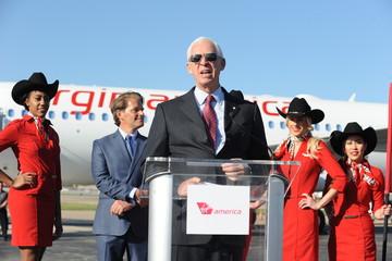 Cựu chủ tịch American Arlines: Smartphone sẽ giám sát các hãng hàng không