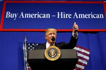 Trump ký sắc lệnh rà soát visa lao động trình độ cao