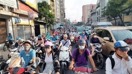 Cấm xe máy, dân đi bằng gì?