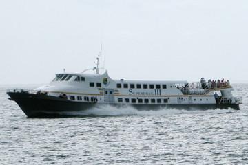 Con tàu Superdong 'chênh vênh' trước bài toán thị phần