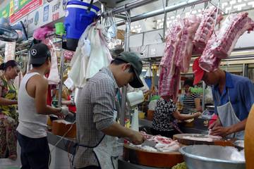 Doanh nghiệp chế biến thịt 'móc túi' 2 đầu