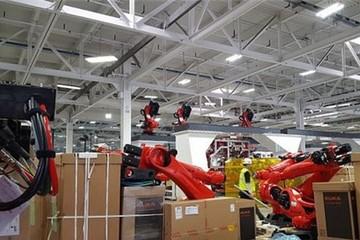Binh đoàn gần 500 robot phục vụ tỷ phú Mỹ