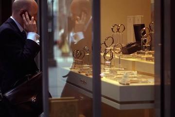 Tài sản rủi ro lên ngôi, giá vàng giảm xuống mức thấp kỷ lục 3 tuần