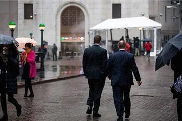 Nasdaq giảm mạnh nhất trong 3 tuần khi Fed giữ nguyên lãi suất