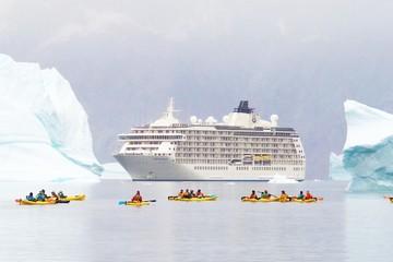"""Du thuyền """"Thế giới"""": Thành phố nổi của các triệu phú"""