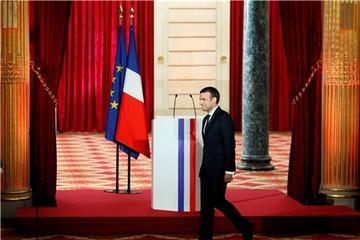 Tổng thống Pháp nhậm chức trong bộ cánh 500 USD