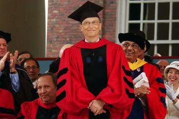 [Infographic] Lời khuyên của Bill Gates cho các sinh viên vừa tốt nghiệp năm 2017