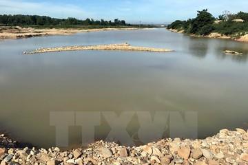 Xử phạt doanh nghiệp đắp đập nắn dòng sông để khai thác cát