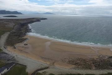 Bãi biển Ireland xuất hiện lại qua đêm sau khi biến mất 33 năm trước