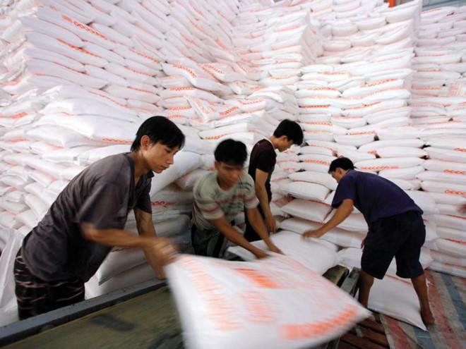 """Vật vã tìm đầu ra cho 700.000 tấn đường tồn kho """"bất thường"""""""