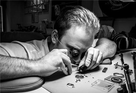 Đồng hồ cổ: Từ thú chơi thượng lưu đến kênh đầu tư hấp dẫn