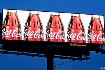 Coca-Cola mắc kẹt trong cái bóng mang tên