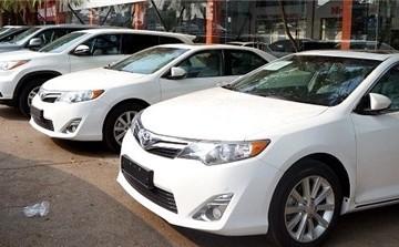 Mua ô tô ra khỏi showroom mất trăm triệu, khách phát hoảng