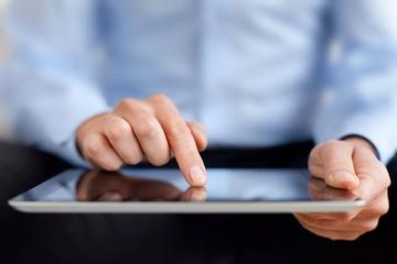 HSBC: Nam giới có xu hướng ít sử dụng công nghệ mới hơn nữ giới
