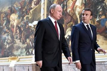 Lần đầu gặp mặt căng thẳng của ông Macron và ông Putin