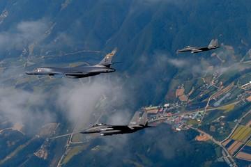 Triều Tiên phóng thử tên lửa, Mỹ cử máy bay ném bom đến gần biên giới