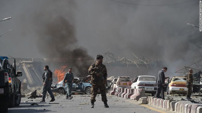 Đánh bom cảm tử ở Afghanistan: 80 người chết gần khu vực ngoại giao