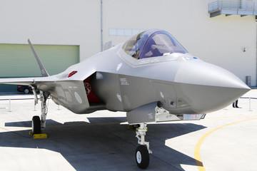 Nhật Bản ra mắt máy bay chiến đấu  F-35A tự lắp ráp đầu tiên