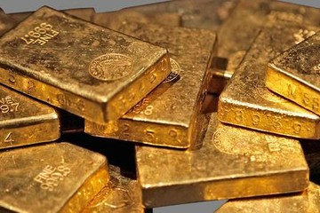 Giá vàng tiếp tục giảm do bất ổn chính trị