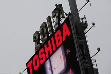 Trong vòng xoáy khủng hoảng, Toshiba tính bài bán mảng chip nhớ