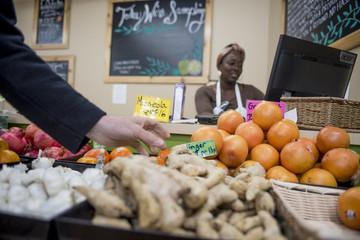 Bán thực phẩm cận date: Mô hình kinh doanh mới lạ ở Mỹ làm thay đổi quan niệm về hạn sử dụng