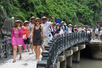 Khách quốc tế đến Việt Nam tăng 30% trong 6 tháng