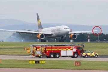 Máy bay chở hơn 300 khách vỡ cánh trên không