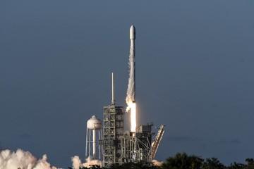 Elon Musk phóng thành công tên lửa có tải trọng lớn nhất từng đưa vào không gian