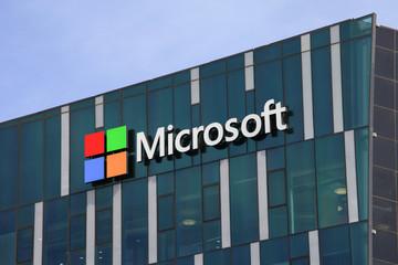 Microsoft bất ngờ sa thải hàng nghìn nhân viên