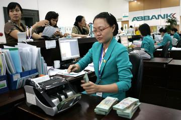 Được thu giữ tài sản, siết nợ: Ngân hàng dè dặt, nghe ngóng