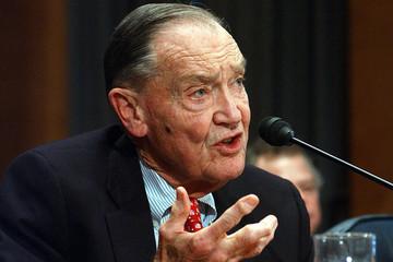 Cựu chủ tịch Vanguard chỉ đi vé máy bay hạng nhất một lần trong đời