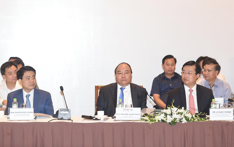Thủ tướng đang đối thoại với hơn 1.000 doanh nhân và chuyên gia kinh tế
