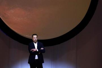 Tesla đạt cột mốc quan trọng nhất, Elon Musk thấp thỏm không yên