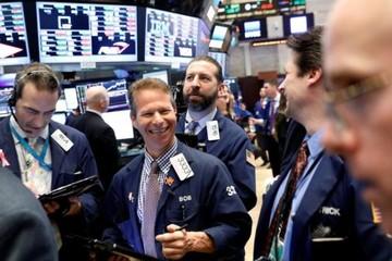 Leo dốc 8 phiên liên tiếp, Dow Jones vọt hơn 1% tuần qua