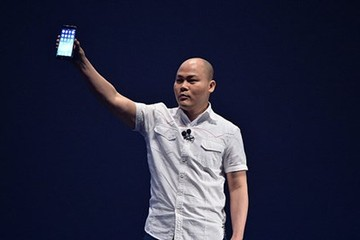 Điện thoại thương hiệu Việt: Người chọn cao cấp, kẻ nhắm đến thị trường bình dân