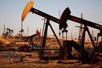 Giá dầu giảm mạnh do diễn biến thời tiết xấu ở Mỹ
