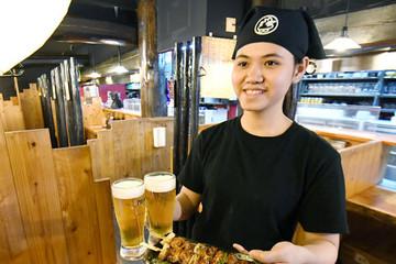 Thiếu lao động, nhà hàng ở Nhật Bản đổ xô đi tìm nhân viên Việt