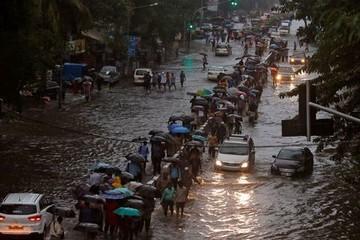 Thảm hoạ gió mùa tồi tệ nhất Nam Á làm tê liệt trung tâm tài chính Ấn Độ, 6 người thiệt mạng