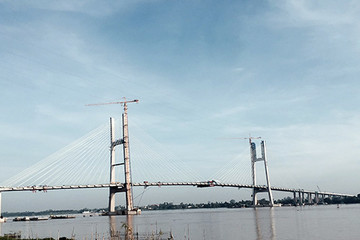 Hợp long cầu Cao Lãnh bắc qua sông Tiền